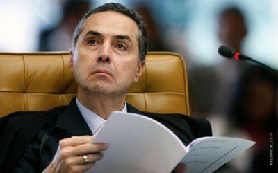 Intelectuais e ex-ministros escrevem a Barroso preocupados com a decisão dele sobre o destino de Lula