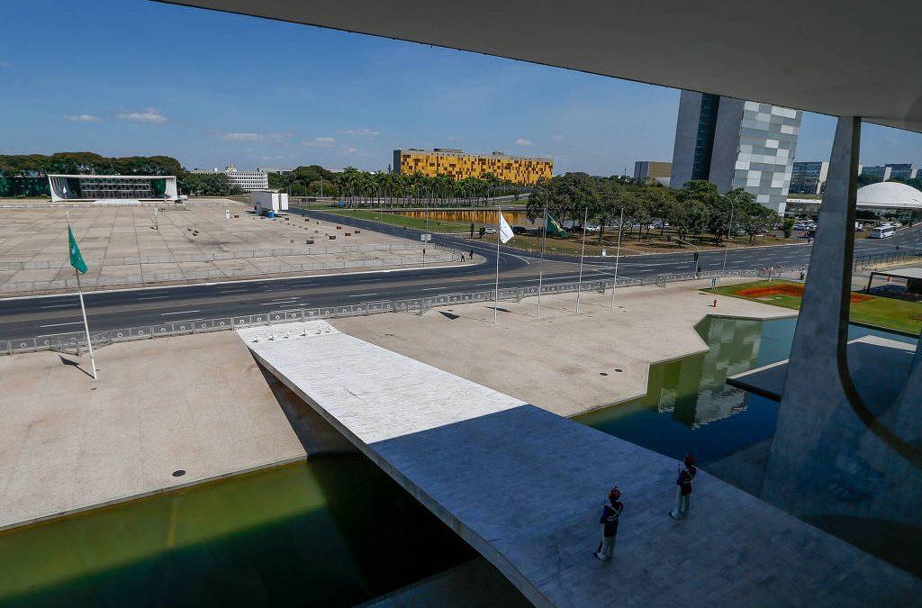 Eleição presidencial é luta pela democracia no Brasil