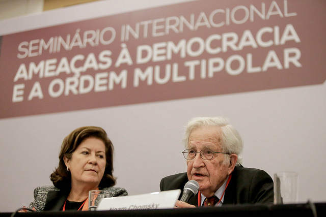 Chomsky « la croissance de l'extrême droite est l'effet du néolibéralisme »