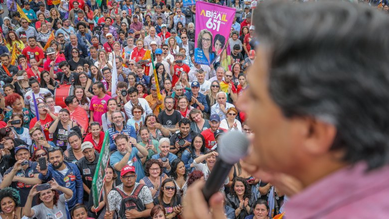 Podemos (Espanha): Quem defende a democracia deve votar Haddad