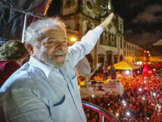 """""""Tenho fé em Deus que vamos reconstruir esse país"""", disse Lula em vídeo"""