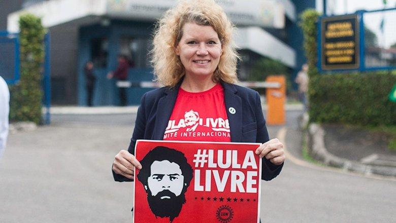 Trabalhadores dos EUA mandam cartões postais para Lula