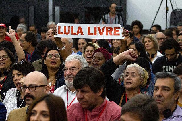 Encontro discute direitos humanos e avanço do fascismo no Brasil e no mundo