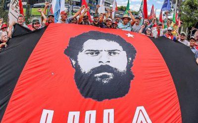 Vigília Lula Livre mantém expectativa por decisão sobre liberdade do ex-presidente