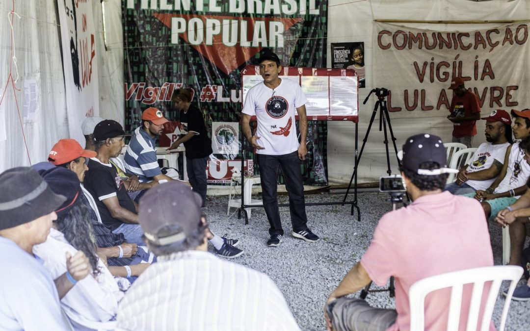 Prisão de Lula viola direitos de todo brasileiro, diz militante da Vigília