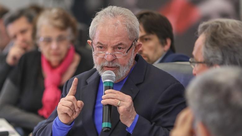 Líder da esquerda francesa denuncia perseguição judicial a Lula