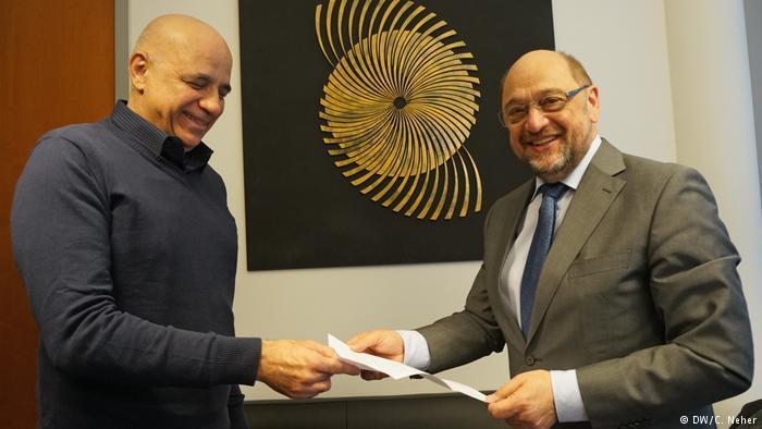 Comité de brasileños entrega carta de Lula a Martin Schulz