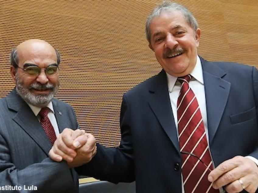 Graziano, from FAO-UN, receives award for his contribution towards the eradication of hunger in Africa and dedicates it to Lula da Silva