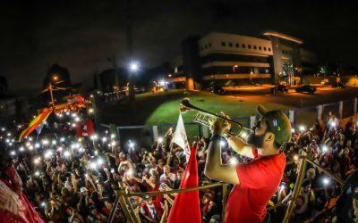 Em decisão absurda, desembargador cerceia liberdade na Vigília Lula Livre